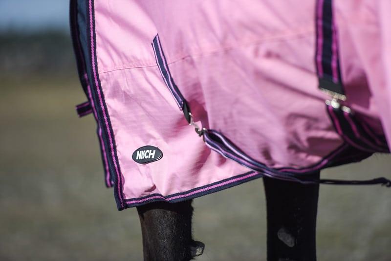 Övergångstäcke häst rosa med halvhals, snett bakifrån, 600D, 200g