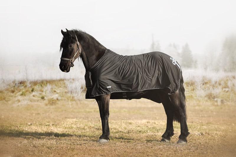 Hästtäcke - tävlingstäcke, shiny fleece med silverdetaljer, sida